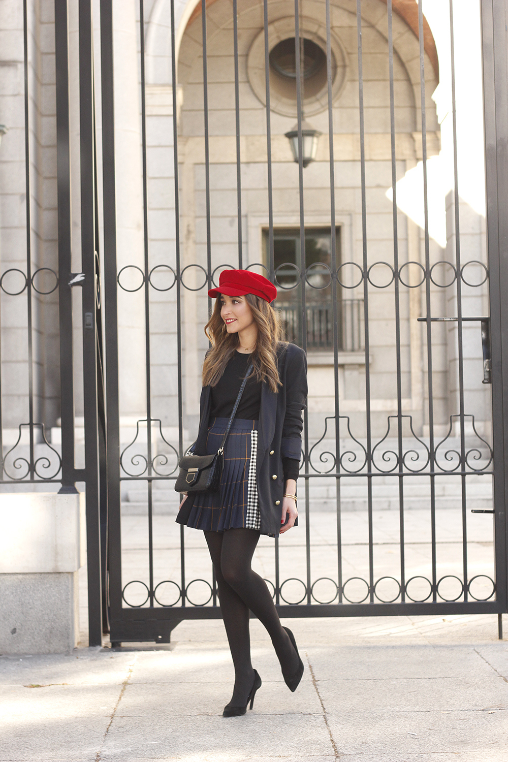 pleated skirt Scottish print Vichy print red navy cap givenchy bag winter outfit falda de tablas look invierno 201802