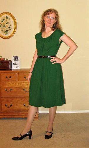 1946 Dress (V8728)