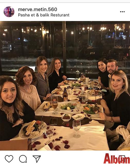 Merve Metin, Sakine Nesibe Zamanoğlu Özel Eğitim Uygulama Merkezi öğretmenleriyle birlikte Pasha Et & Balık'ta Sevgililer Günü'nü kutladı.