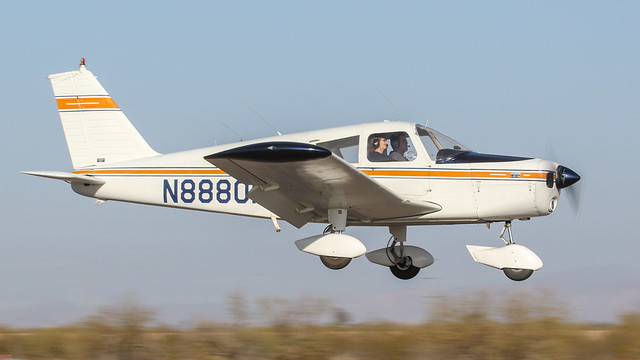 Piper PA-28-140 Cherokee 140B N8880N