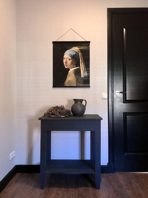Zwart houten tafeltje poster