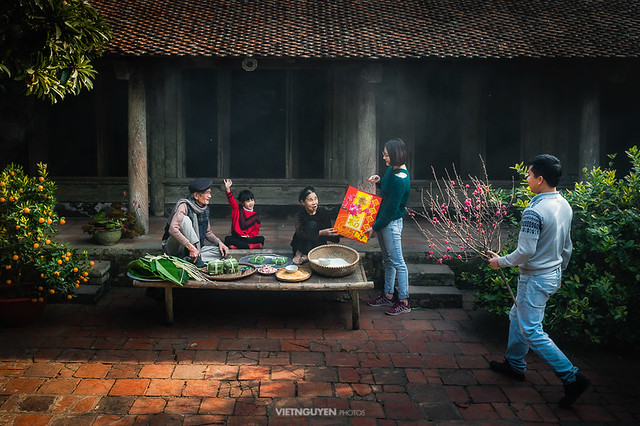 Vietnamese family preparing to make Chung Cake
