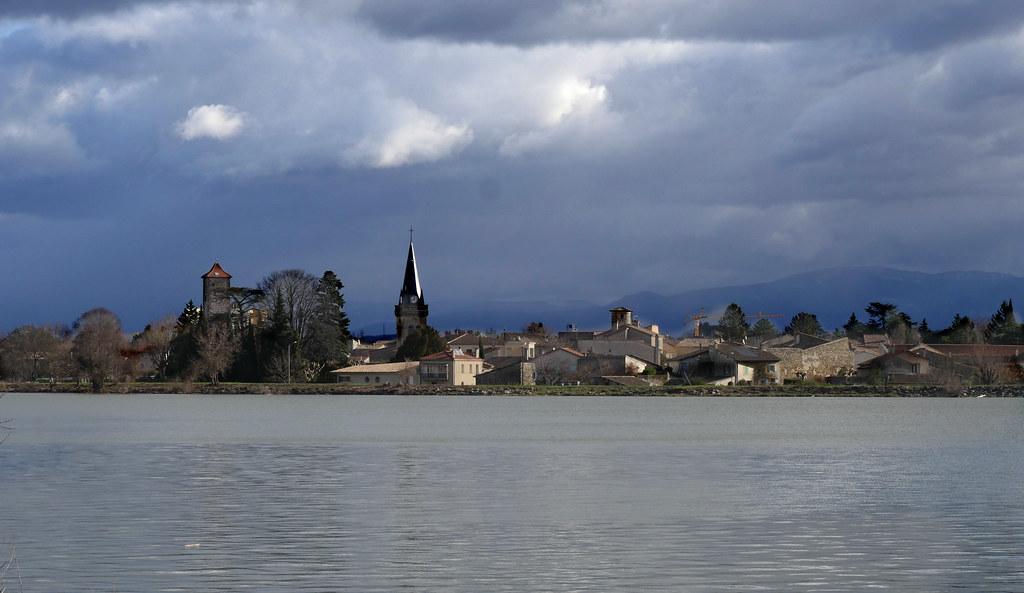 mon village avant la pluie. 38843319055_3bf73a2128_b