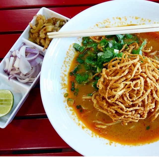 living in Bangkok - what to eat in Bangkok: Khao Soi