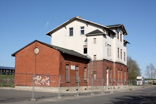 Empfangsgebäude des Bahnhofs Dingelstädt, Straßenseite