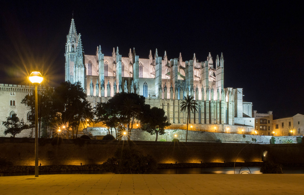 Tips for Palma de Mallorca: Palma Cathedral La Seu after dark