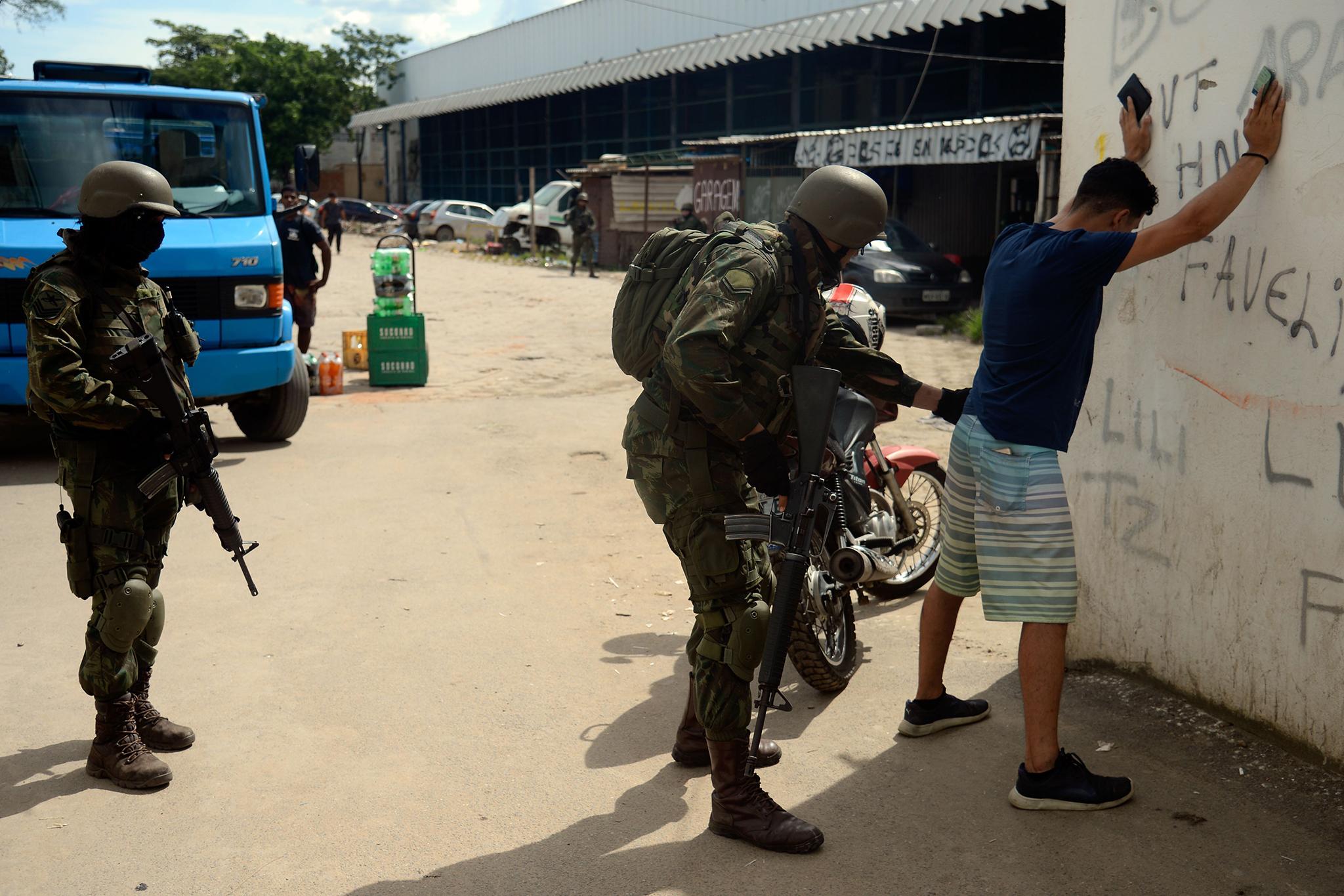 c5cc09c7de Intervenção Militar Na Segurança Do Rio Atinge Os Mais Pobres E Não ...