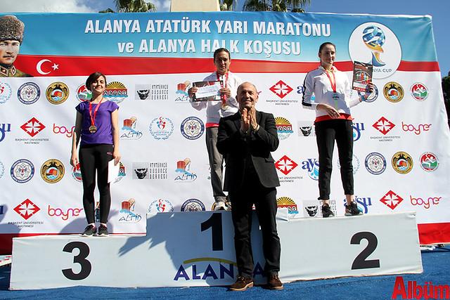 'Atatürk'e Koşalım, Atatürk'le Koşalım' sloganı ile düzenlenen 18. Alanya Atatürk Yarı Maratonu ve Alanya Halk Koşusu -5