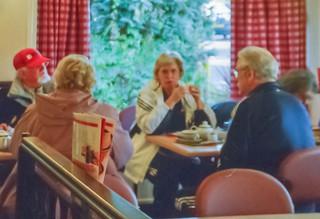 Frühstückspause mit dem Orga-Team auf der Busfahrt von London nach Brighton