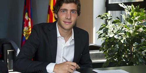 Roberto menandatangani kontrak Barcelona baru