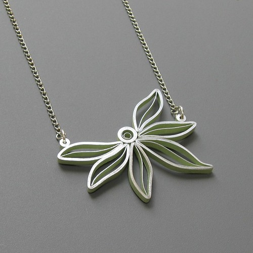 quilled flower pendant tutorial by Ann Martin