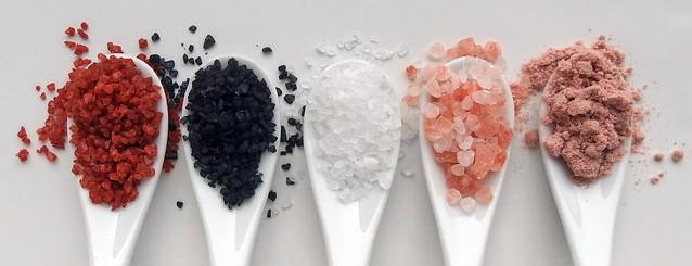 Rood, zwart, roze en paars zeezout