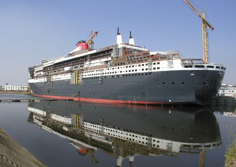 Queen Mary 2's stern, as seen during construction on August 8, 2003.