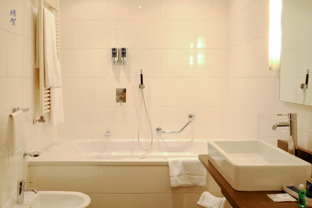 Bathtub and bidet