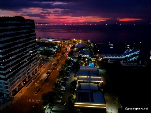 Manila_Bay_Sunset_TRYP_Hotel
