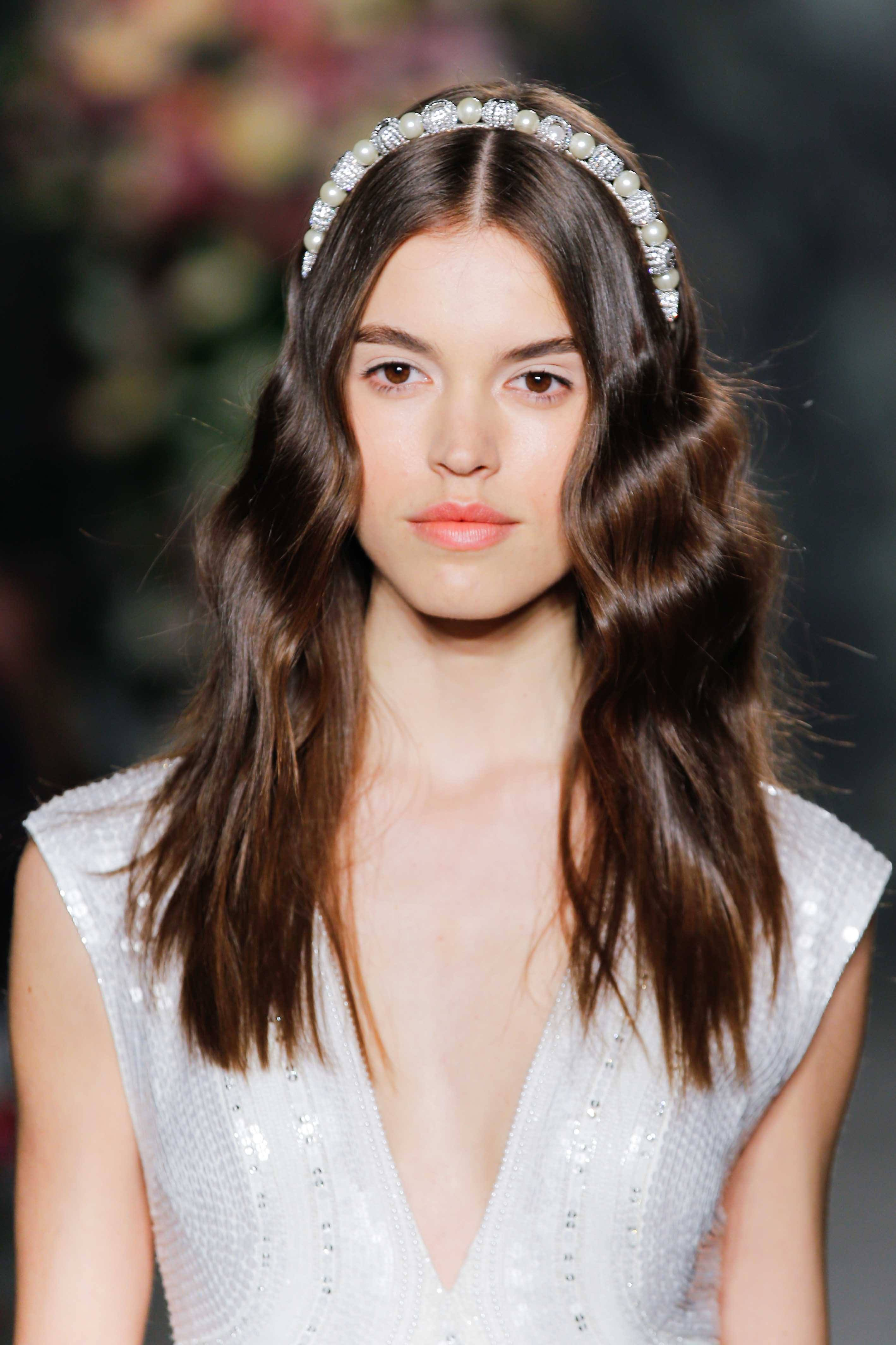 10+Chic Headband Hairstyles -Keeps It In Your Styles 2