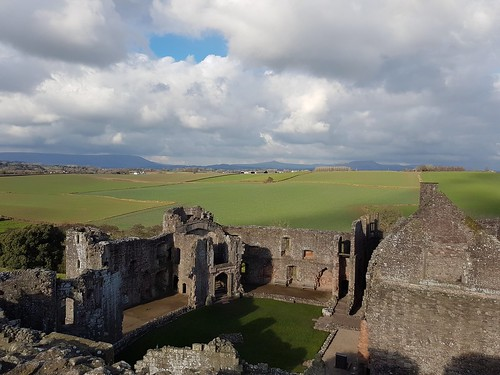 Looking west from Raglan Castle (threejumps)