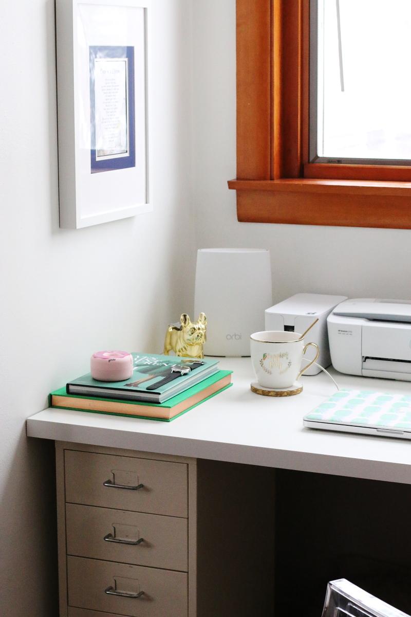 office-desk-netgear-orbi-8