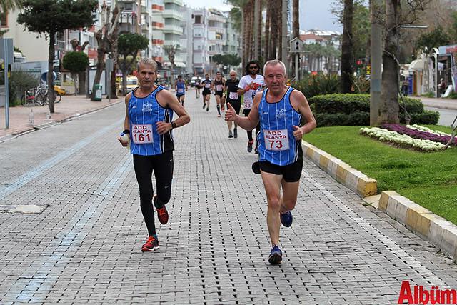 'Atatürk'e Koşalım, Atatürk'le Koşalım' sloganı ile düzenlenen 18. Alanya Atatürk Yarı Maratonu ve Alanya Halk Koşusu -3