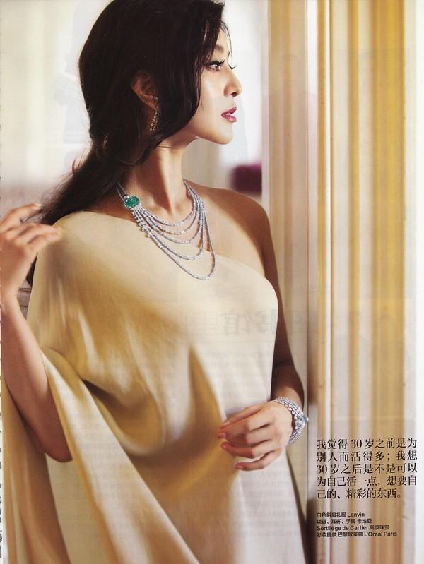 白色斜襟ドレス:ファン・ピンピン ハーパース・バザー中国版 通算265号 2011年11月号