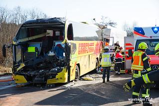 Lkw Fährt Auf Reisebus Auf Zwei Tote Und Zahlreiche Verletzte Auf
