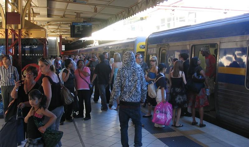 Flinders Street platform 5 on a Saturday afternoon, February 2008