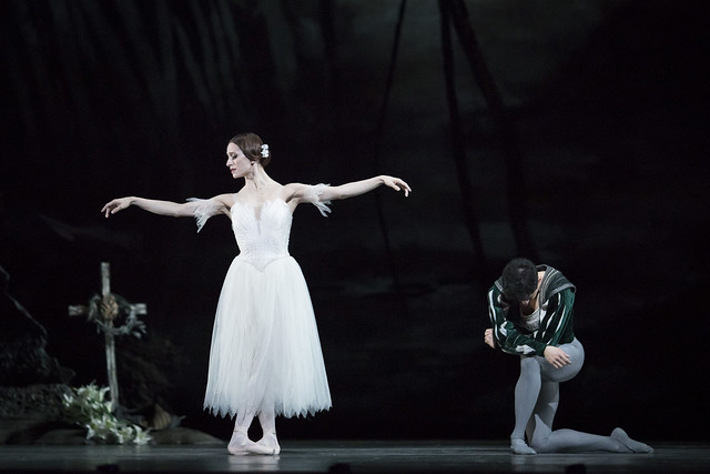 Marianela Nuñez as Giselle and Federico Bonelli as Albrecht in Giselle, The Royal Ballet. ©ROH 2018. Photographed by Helen Maybanks.