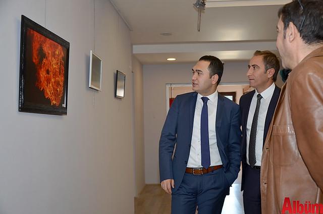 Alanya Cumhuriyet Başsavcısı Yasin Emre, Alanya İlçe Emniyet Müdürlüğü Asayiş Büro Amiri İsa Arı ve Azerbaycanlı Ressam Eldar Zeynalov sergi -3