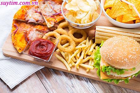 Người bệnh suy tim nên hạn chế ăn những đồ ăn nhanh