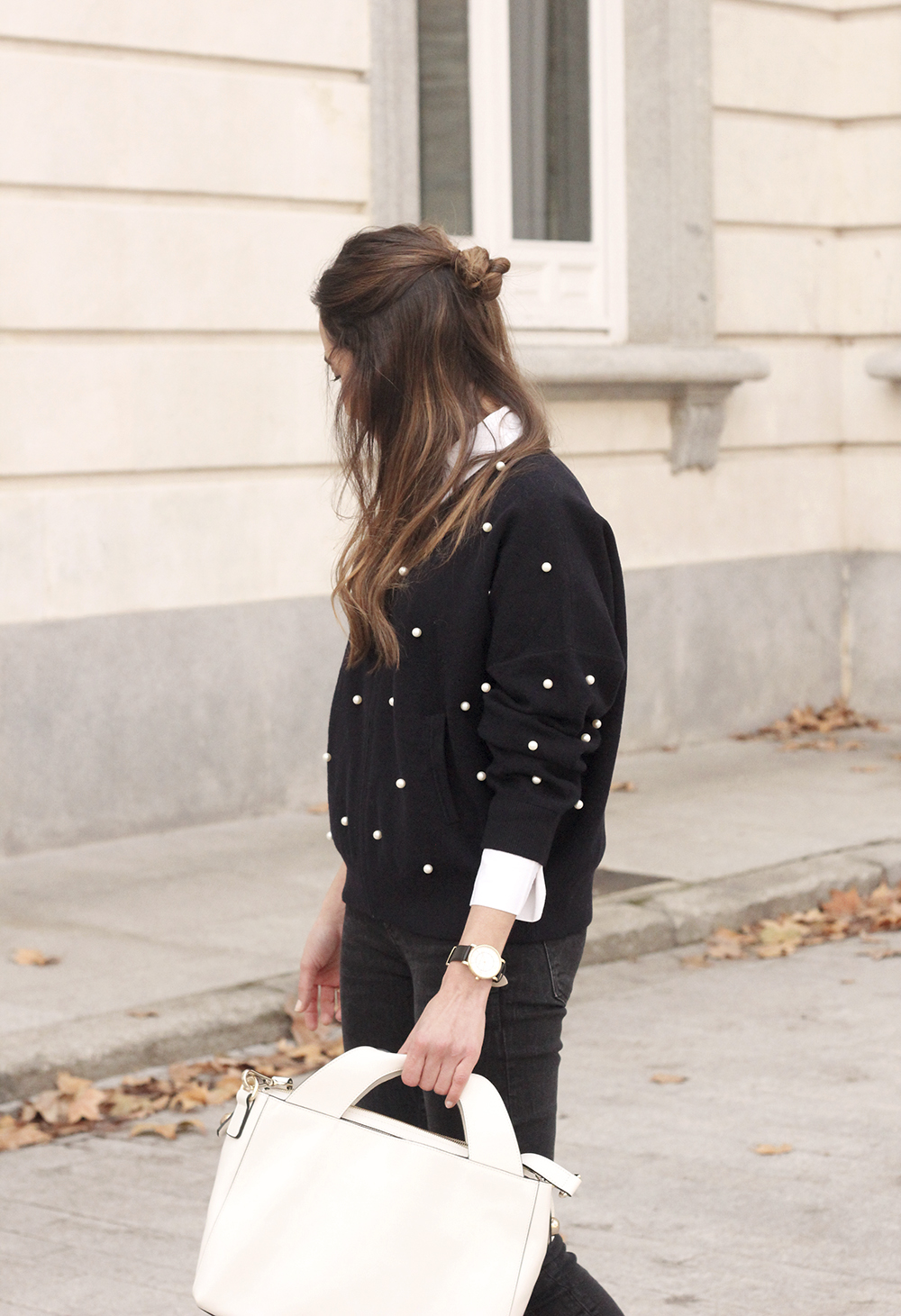 pearl bomber uterqüe black jeans white bag winter outfit 2018 style fashionbomber10