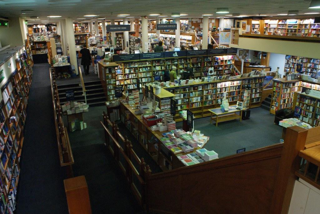 Librairie Blackwell's à Oxford et sa gigantesque salle en sous sol.