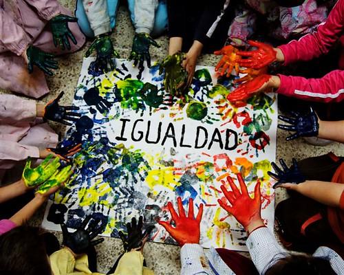 Cartel concurso Maestra Dolores Velasco Por una educación en igualdad