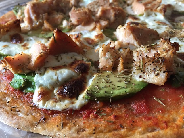 Tuna / Avocado pizza