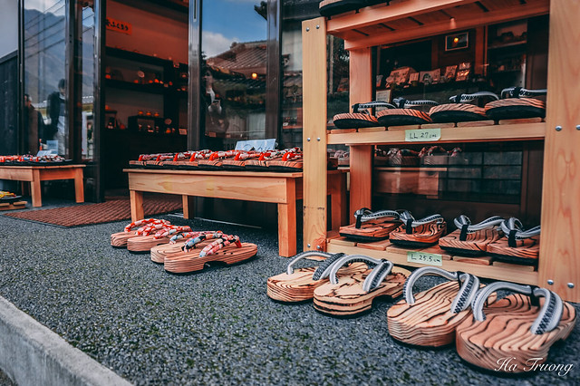 Japanese shoes in Yufuin 湯布院