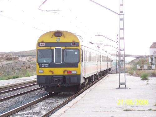 TER n° 9-444-009-5 RENFE quitte la gare de Calatorao.