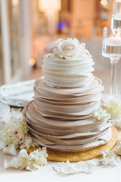 Wedding Cakes : Champagne hued cake: www.stylemepretty... | Photography: Mango Studios - mangost...