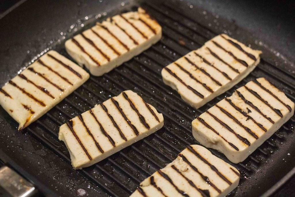 Vegetarburger med grillost og grillede grøntsager (6)