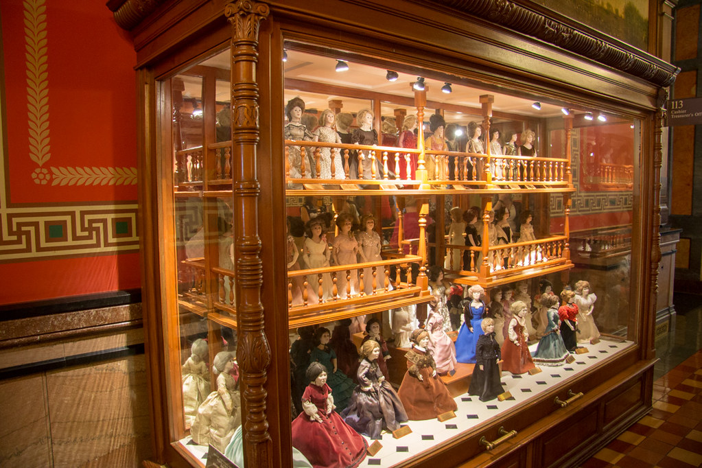 Porcelain first lady dolls in Iowa Capitol Building