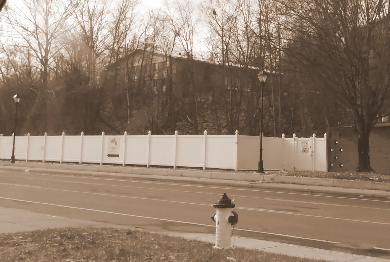 Fence on Richland Ave 12-25-2017 11-10-38 AM