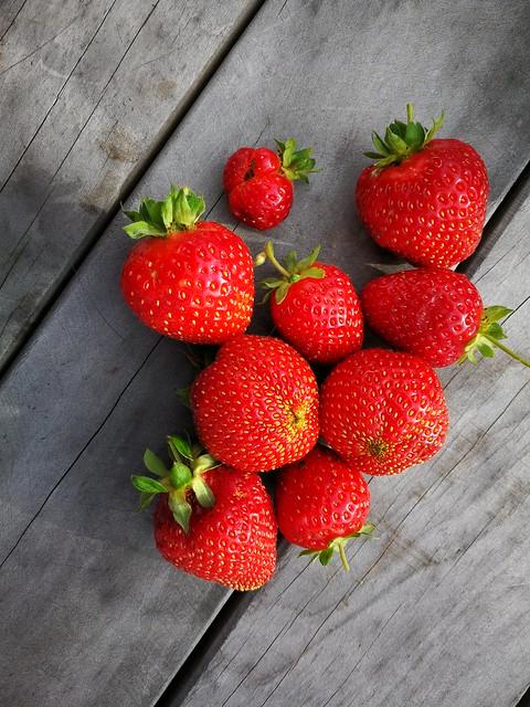 9 individual strawberries