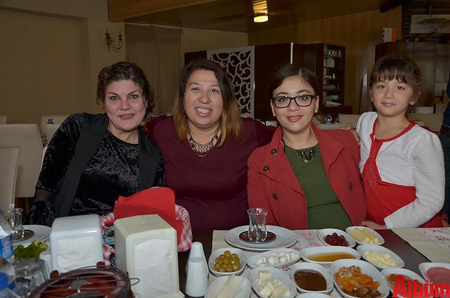 Farmassi Satış Direktörü Dilek Doğruyol, Emine Makam, Kardeşler Halı Yıkama'nın sahibi Özlem Kaplan