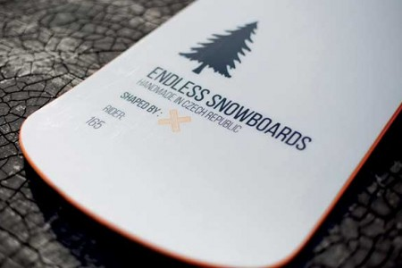 Snowboardy Endless – prkna vyvinutá ve spolupráci strenéry Evy Samkové