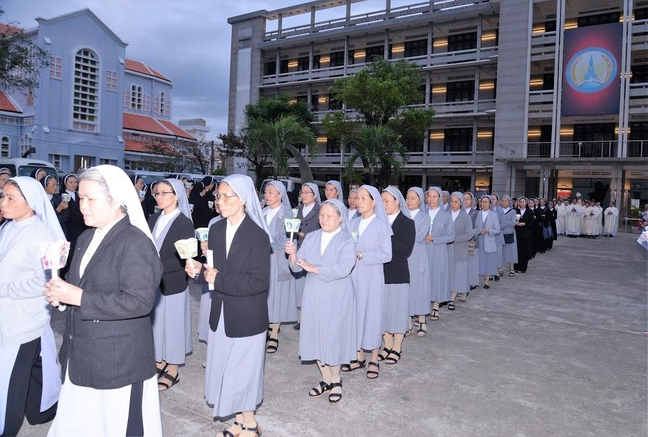 Lễ Nến - Ngày cử hành năm thánh cho giới tu sĩ, MTGQN tại thế