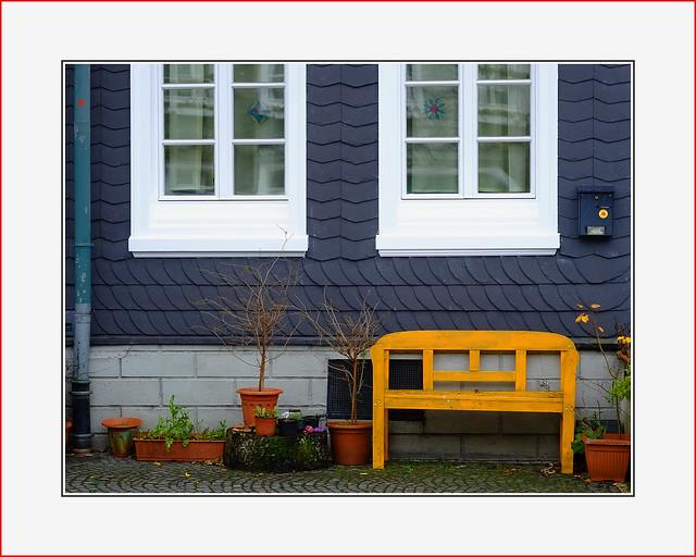 yellow     bench, Fujifilm X-Pro1, XF60mmF2.4 R Macro
