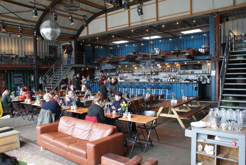 Pliik, bar et restaurant dans un hangar de containers dans le quartier de NDSM à Amsterdam.