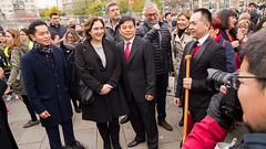 ds., 17/02/2018 - 10:23 - Ada Colau dona el gong de sortida a la desfilada de l'Any Nou Xinès