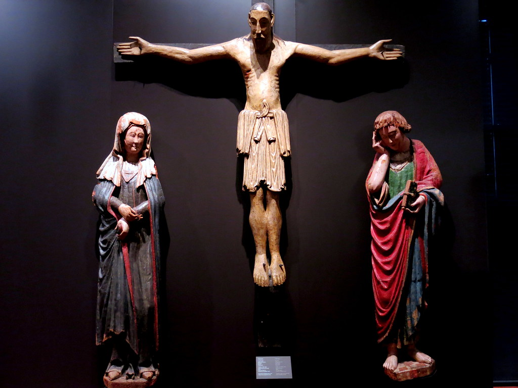 En la Cruz y junto a la Cruz