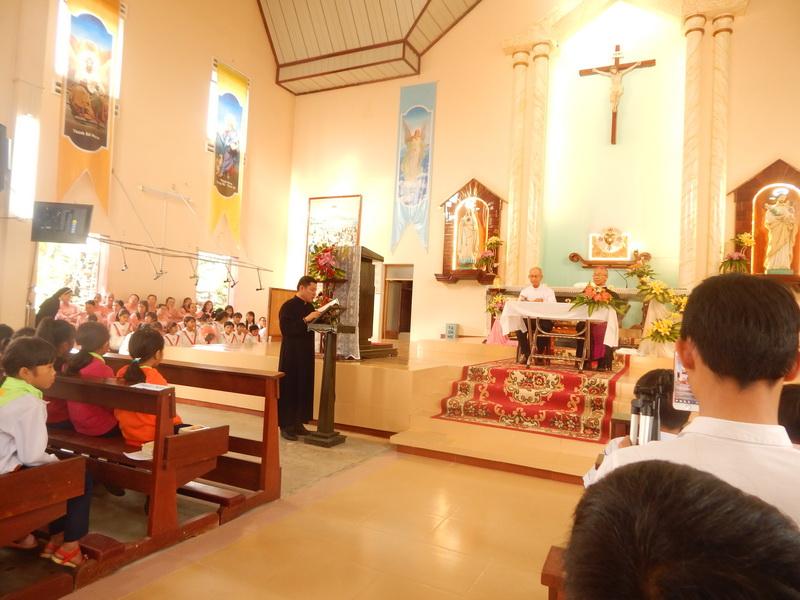 Đức Giám mục kinh lý Giáo xứ Cây Rỏi