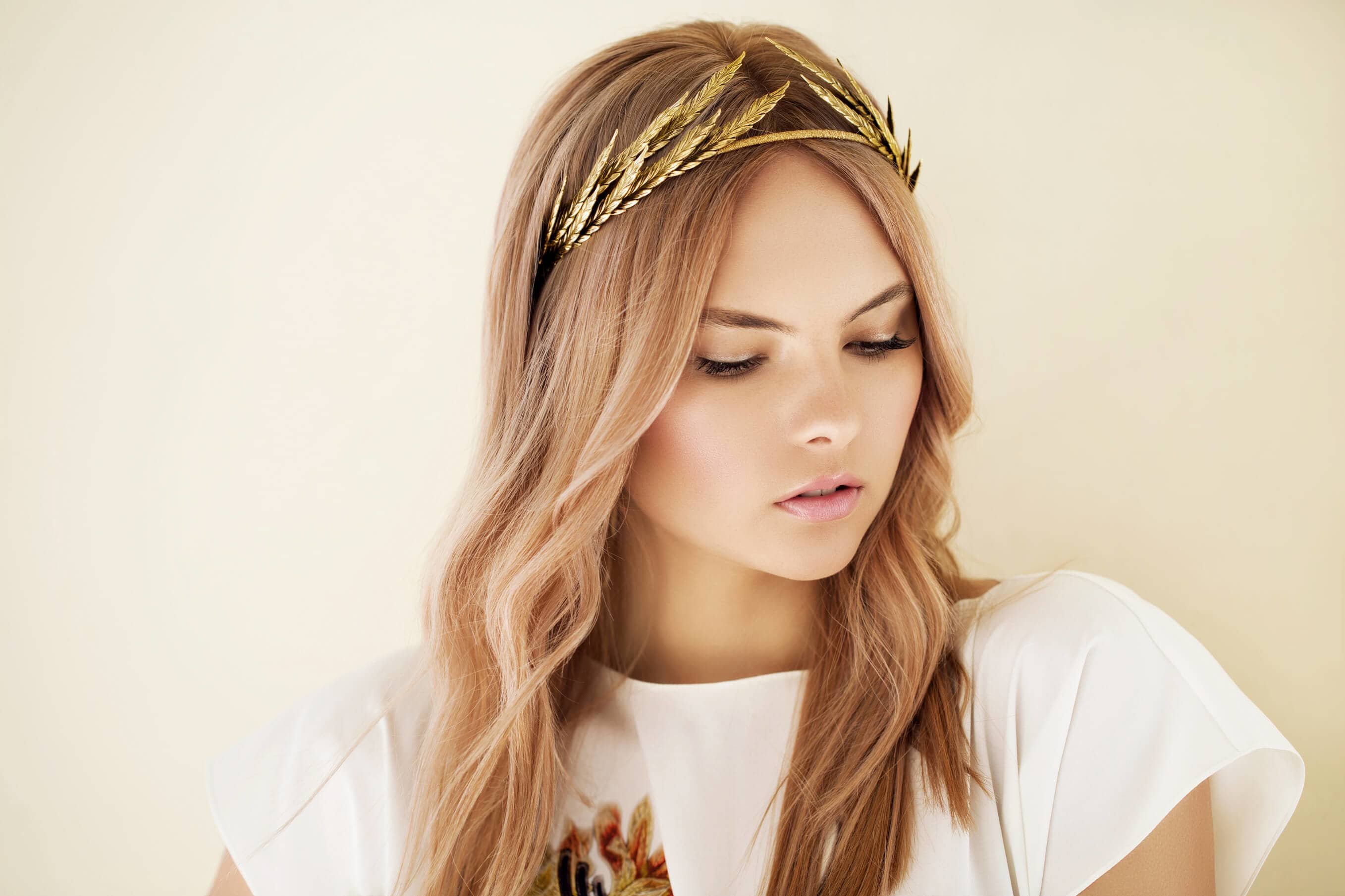 10+Chic Headband Hairstyles -Keeps It In Your Styles 1