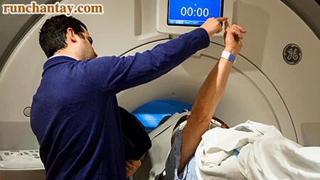 Phương pháp mở đồi thị bằng sóng cao tần giúp khắc phục triệu chứng bệnh run vô căn